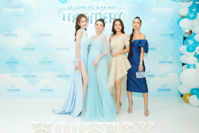 The stars gathered to congratulate the launch of the Moomery brand